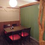 だるま屋 - 全席:半個室の仕切られたお席。3~4名テーブル(3卓)