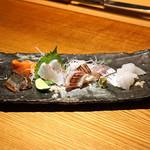 高太郎 - お造り 六種盛り  天草産 かます、天草産 真鯛、根室産 秋刀魚、天草産 釣り鯵、天草産 あおりいか、サーモン