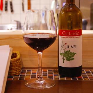 お肉に合う自然派ワインをそろえております。