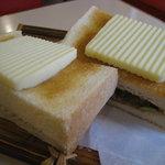 喫茶 ひよ子 - チーズトースト 150円