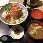 魚盛 - ばくだん丼@880円
