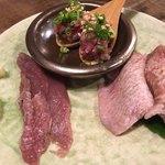 肉酒場 犇屋 - 看板メニュー 昆布〆和牛タン刺し3種盛り
