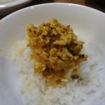 らぁめん三代目おかわり - 鶏白湯カレー坦々つけ麺のライスにつけ汁の挽肉とスープをオン