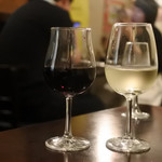 カフェ オフツェ - お昼だけど呑める感じのカフェ❣️私は赤のカベルネソービニヨン