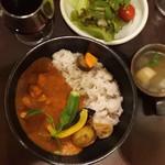 カフェ オフツェ - めちゃ人気のオフツェさんのカレー❣️ 「じっくり研究した 揚げ野菜と鶏のカレーランチ(¥950)」