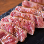 A5黒毛和牛のお店 和牛創作肉バル BALCONIWA - 【和牛のたたき】スタッフのイチオシメニュー‼︎贅沢な程和牛の旨味を味わえます。
