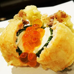 割烹かつらぎ - サーモンとクリームチーズの天ぷら 一個350円