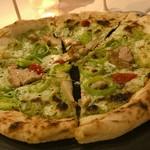 ローザロッチェ - 大山地鶏とポアローのナポリピッツァ
