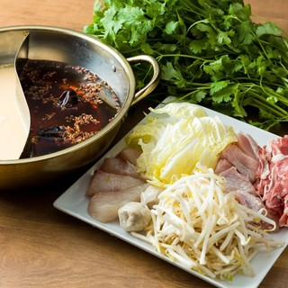 冬季限量菜単台灣で人気の鍋が数種登場タレは自分で合わせてね