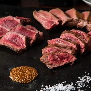 肉の塊が目の前に!黒毛和牛の各部位を紹介する【肉ボード】!