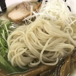 黒船 - 麺はシコシコ細麺です。