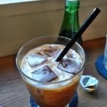 MOVE CAFE - [ドリンク] 水出しIce珈琲 アップ♪w ③ (珈琲ミルクを入れるw)