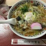 一冨士 - 五目中華そば 800円
