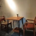 MOVE CAFE - [内観] 店内 テーブル席 ①