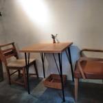 MOVE CAFE - [内観] 店内 テーブル席 ②