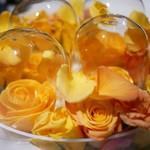93380560 - デザート マンゴー 薔薇の花と