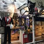 ピザ屋 想兵衛 - 外観 大男と大蜘蛛がいます