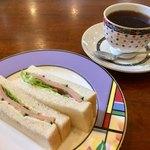 茶房万葉人 - 料理写真:ブレンドコーヒー450円とハムサンドのモーニング