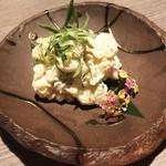 朝採れ鮮魚と個室居酒屋 志喜 - 彩りポテトサラダ(490円)