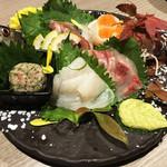 朝採れ鮮魚と個室居酒屋 志喜 - お造り盛り合わせ(秋刀魚造り・なめろう・鯛・カンパチ・イカ・イクラ)