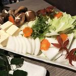 朝採れ鮮魚と個室居酒屋 志喜 - 雲丹出汁海鮮しゃぶしゃぶお野菜♪