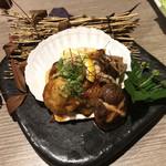 朝採れ鮮魚と個室居酒屋 志喜 - 帆立の雲丹醤油焼き(890円)