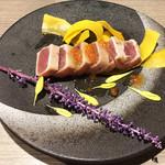朝採れ鮮魚と個室居酒屋 志喜 - マグロのレアステーキ(990円)