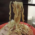 93395451 - 辛いラーメンの麺