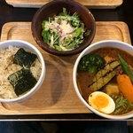 93397352 - 揚げ豆腐と鶏味噌のスープカレー