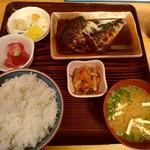 魚善 - さばみそ煮定食