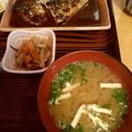 魚善 - さばみそ煮定食の右側
