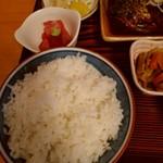魚善 - さばみそ煮定食の左側