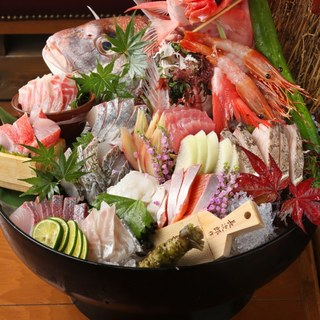鮮度抜群!旬鮮魚のお造里盛り合わせ~地元朝獲れでご提供~