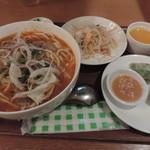 ベトナム食堂フォー・ホア - フエ式ピリ辛牛肉ブン麺セット