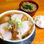 中華そば ひらこ屋 - 中華そば(あっさり)+熟成煮玉子。にぼ炊き飯