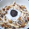藤芳 - 料理写真:秋の季節物きのこそば・うどん1000円しめじ・なめこ・えのき・椎茸