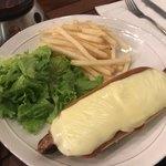 エールカフェ - ホットドッグ(チリ&チーズ)✨