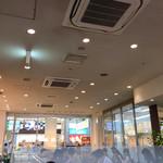 ドトールコーヒーショップ - 店内 (奥から)