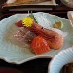 とびしま - 刺身定食のメイン(お刺身)