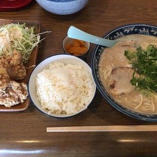 げんこつ - 料理写真:からあげセット(850円)麺増量コール