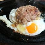 スイス - ハンバーグ 500円      ええなあ  肉汁が 〜〜 二人とも 美味しい‼️  (*^o^)/\(^-^*)