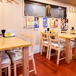 二葉食堂 - テーブル