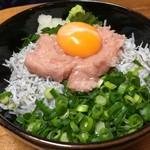 谷町 一味禅 - しらす贅沢丼(¥900)