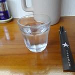 93416741 - 冷水と箸