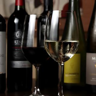 ◇全50種類◇産地にこだわらず、お料理に合うワインをセレクト