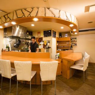 調理風景まで楽しむ空間*広々としたカウンターで寛ぎのひと時を