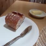 ビストロヴァリエ - 小さなパンが、2切れ