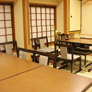 昭和の風情感じる空間◎落ち着いた小上がり席で寛ぎの時間を。