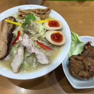麺や遊大 - 料理写真:上からの眺め唐揚げとともに