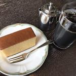 自由亭喫茶室 - カステラセット